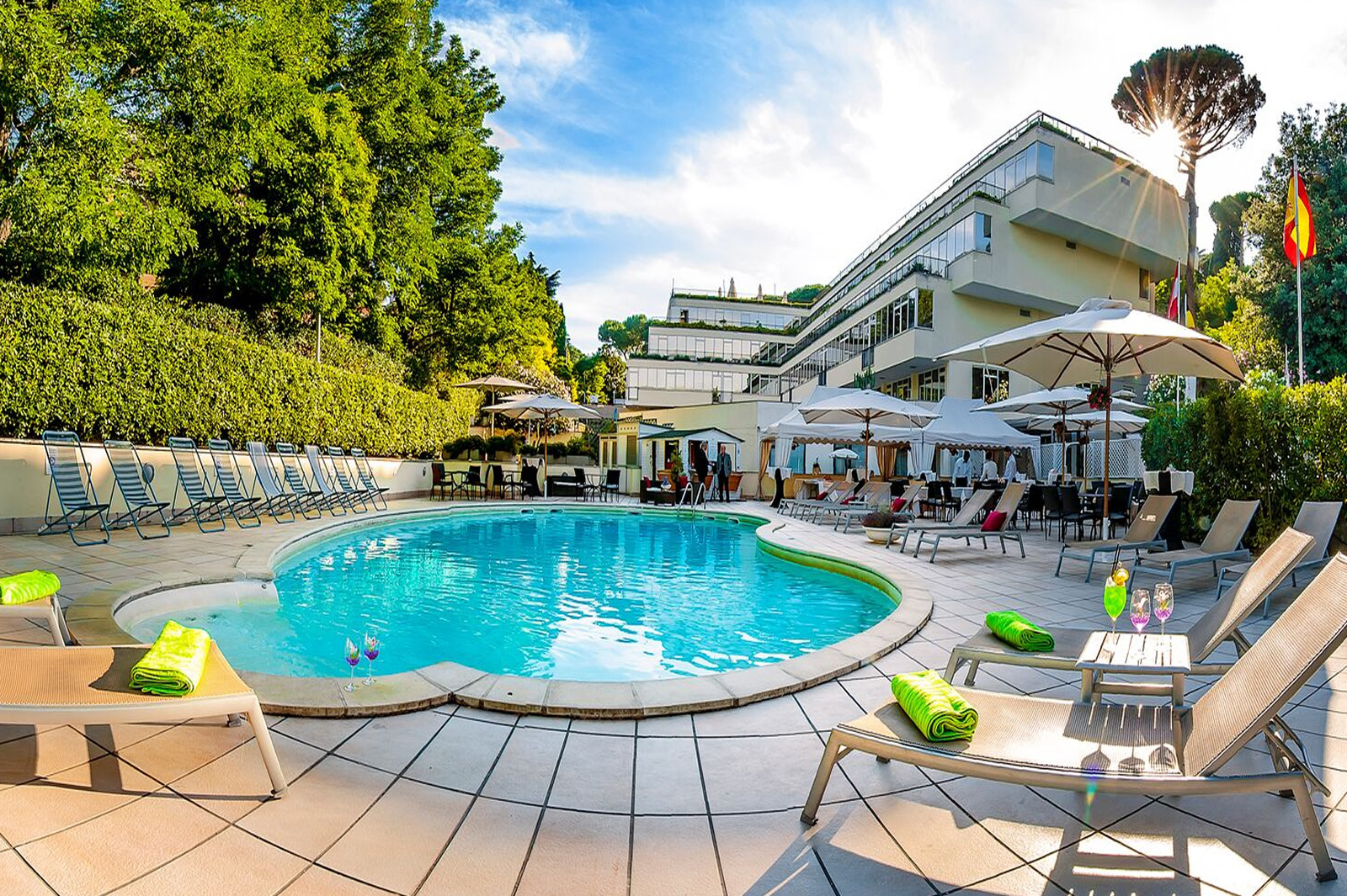 Cardinal hotel st peter rome hotel with swimming pool in for Outdoor pools open